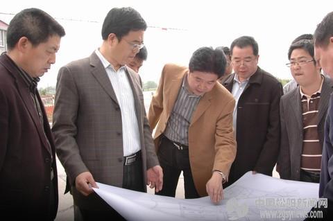 林康现场办公落实王村工业区块配套设施建设图片